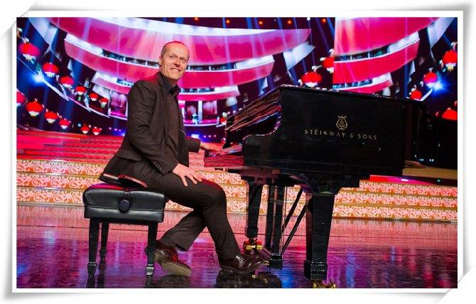 "CCTV热捧,德国最卖座的斯坦威签约创意钢琴家:尤雅马上就要开始演奏啦!在这里可以感受斯坦威签约钢琴家的独特优雅与魅力,我们一起探索身临其境的世界音乐丛林,享受激情摇摆钢琴嘉年华之夜!  尤雅介绍  尤雅凭借他融合传统爵士乐的的杰出贡献赢得了著名的路易斯阿姆斯特朗奖。不只是这样,一直以传统和经典来定位的钢琴品牌斯坦威也非常认可尤雅的专业和 钢琴演奏技巧,不仅给他戴上了""斯坦威艺术家""的桂冠,而且评价他为全球最棒的钢琴家。尤雅的斯坦威家族音乐会巡演,横跨四大洲,在澳大利亚、新西兰、日 本、韩国、中国、"