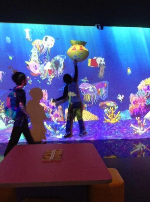 画画水族馆,开启海洋奇幻之旅,让你画的鱼畅游在高空!