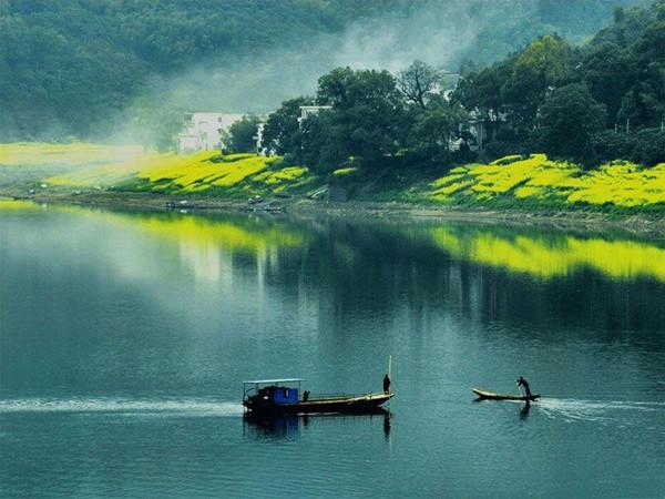 杭州建德市南大门,素有浙西古镇之称的寿昌镇,依山傍水,沿江而立,风景
