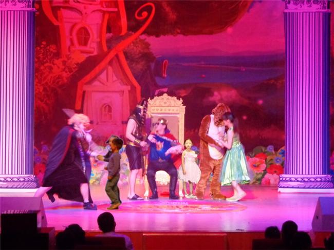 > 欢乐俏皮儿童剧《睡美人》   孩子爱看——互动:演员们会到观众席来