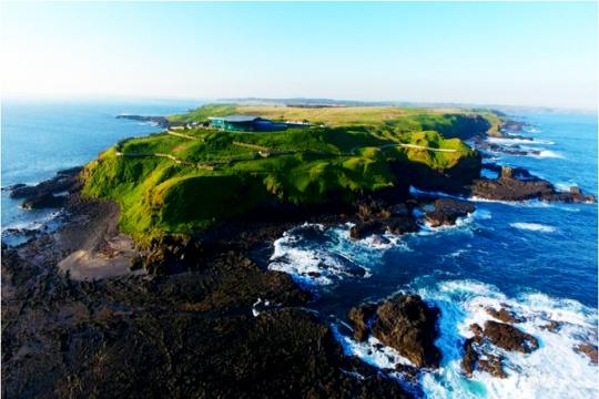 沿途可以看到世界著名的冲浪海域和从企鹅岛制高点俯瞰整个岛屿的美景
