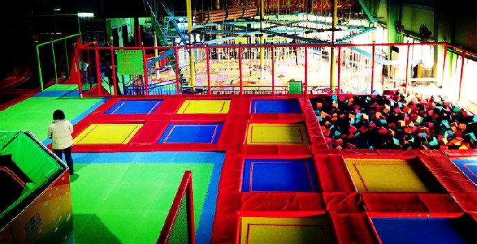 可以任性选起来中国首家超大型蹦床主题公园-多乐岛蹦床公园以娱乐图片