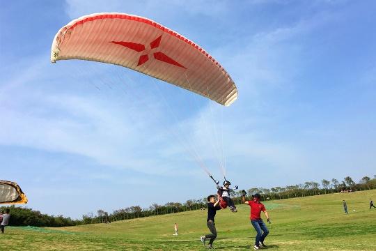【滑翔伞+皮划艇】尽情呼吸自由的空气,享受休闲的亲子时光!